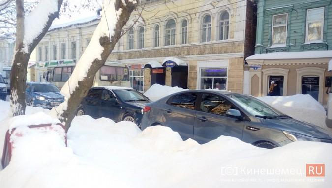 Улица Комсомольская в Кинешме встала в пробку фото 4