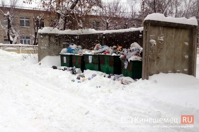 Снег парализовал вывоз мусора в Кинешме фото 3