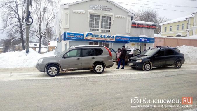 В центре Кинешмы столкнулись две иномарки фото 4