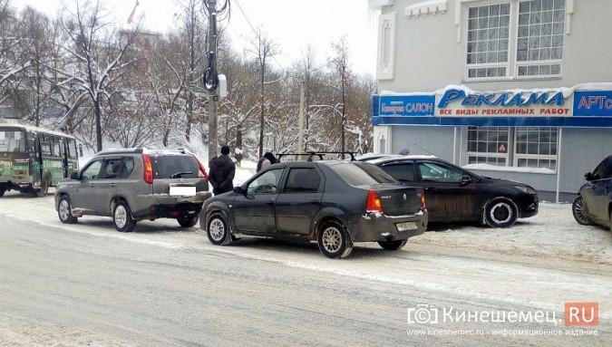 В центре Кинешмы столкнулись две иномарки фото 2