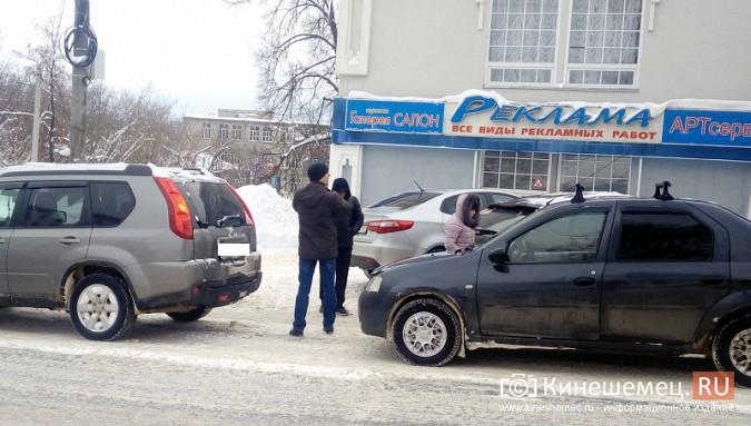 В центре Кинешмы столкнулись две иномарки фото 3