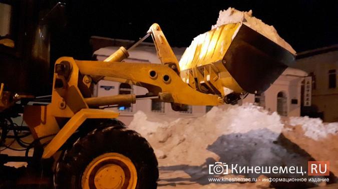 Коммунальщики Кинешмы вышли на ночную уборку города от снега фото 5