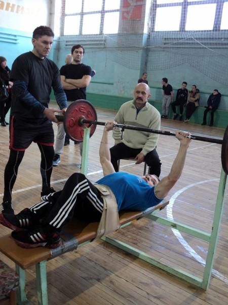 В Кинешме прошел турнир по русскому жиму в честь 100-летия Красной Армии фото 2