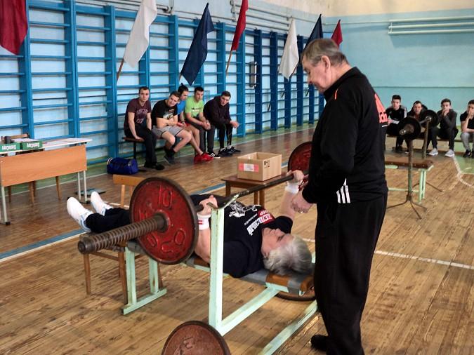 В Кинешме прошел турнир по русскому жиму в честь 100-летия Красной Армии фото 3