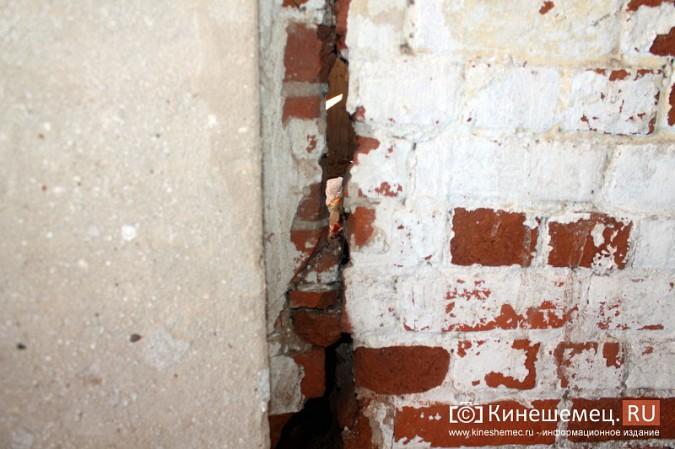 На улице Карла Маркса в центре Кинешмы на глазах разрушается жилой дом фото 12