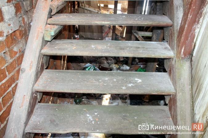 На улице Карла Маркса в центре Кинешмы на глазах разрушается жилой дом фото 10