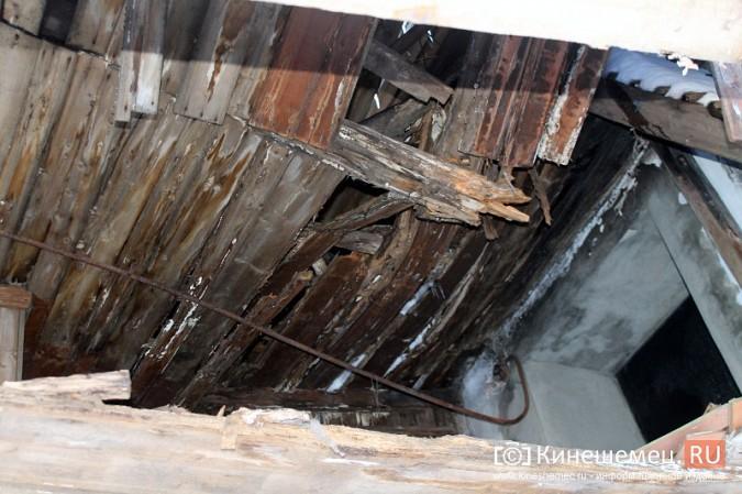На улице Карла Маркса в центре Кинешмы на глазах разрушается жилой дом фото 7