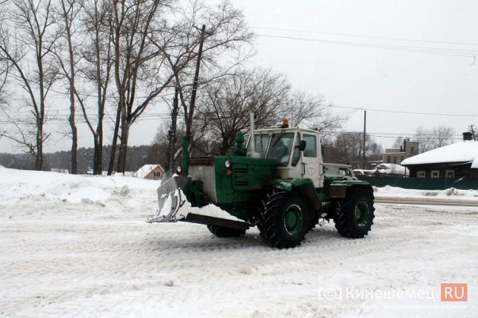 После снегопада в Кинешме расчищают площадку для рыбалки на призы «Единой России» фото 3