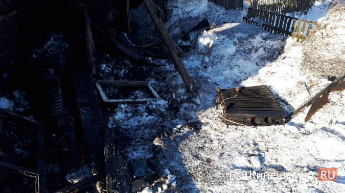 В Кинешме на улице Индустриальной сгорел дом фото 5
