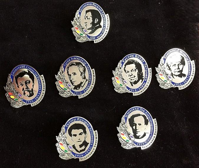 Выпущены значки в честь кинешемских купцов и художников фото 2