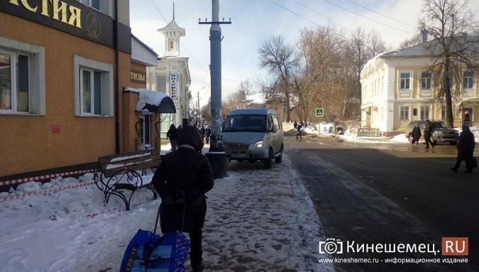 В центре Кинешмы «ГАЗель» припарковалась на автобусной остановке фото 2