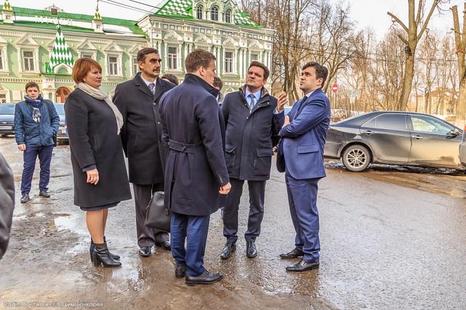 Главу Ивановской области Станислава Воскресенского едва не раздавило глыбой льда в Шуе фото 2