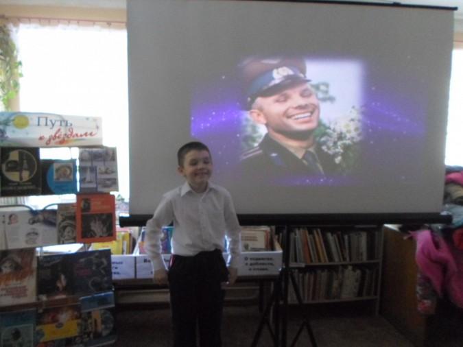 Кинешемские школьники повторили улыбку Гагарина фото 2
