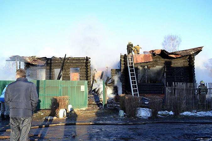 Большой дом в Наволоках поглотил огонь пожара фото 2