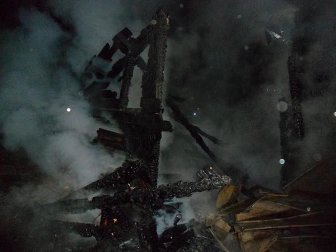 В 1-м Ключевом проезде Кинешмы сгорели дом и баня фото 2