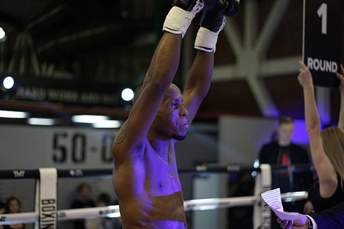 Кинешемский боксер побил бразильца на закрытом показе коллекции одежды Тимати и Флойда Мейвезера фото 3