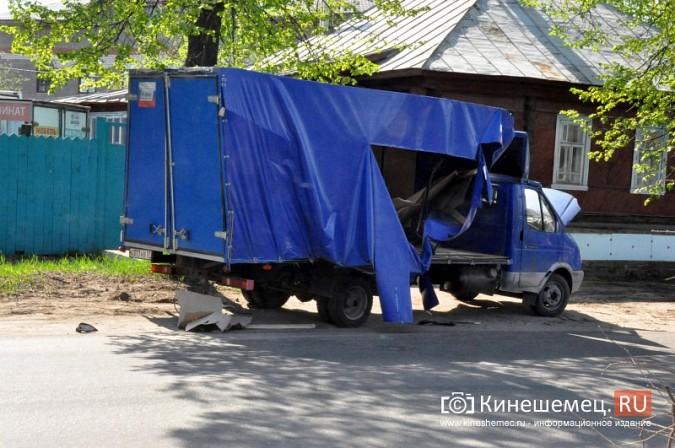 В Кинешме бетономешалка влетела в стоящую на обочине «Газель» фото 4