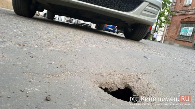 Дыра на дороге в центре Кинешмы грозит большим провалом фото 6