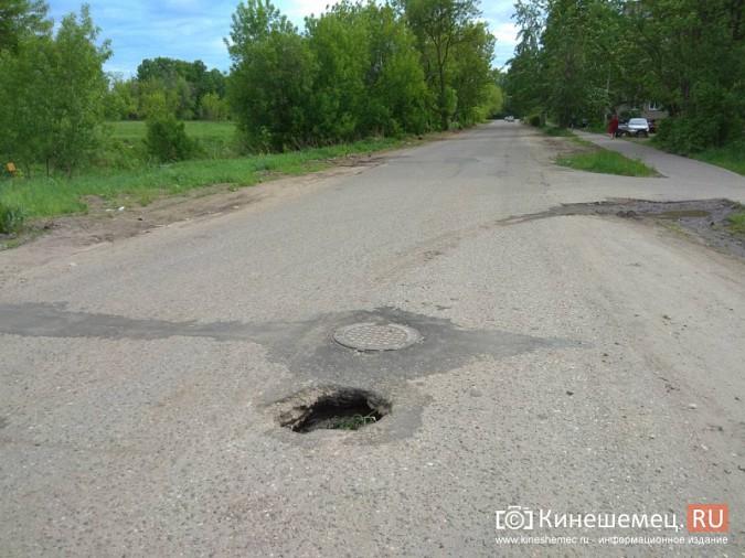 Посередине дороги на улице Декабристов образовалась большая дыра фото 2