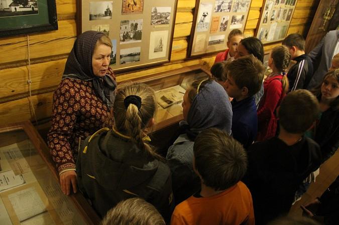 Михаил Батин сводил школьников в музей святителя Василия фото 4