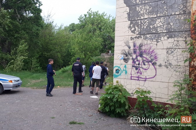 Кинешемский бассейн обживают бомжи, алкоголики и подростки фото 16