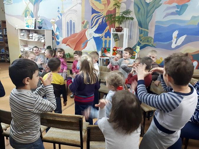Дети Кинешмы проводят летние дни в библиотеке фото 2