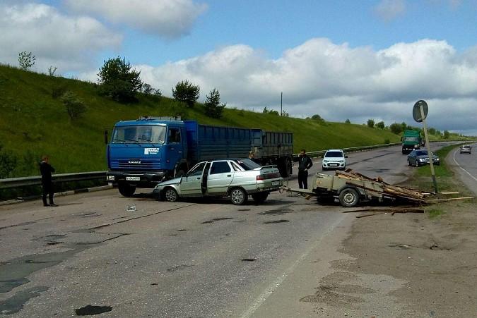 «Десятка» влетела под колеса «КамАЗа» на мосту через Волгу фото 2