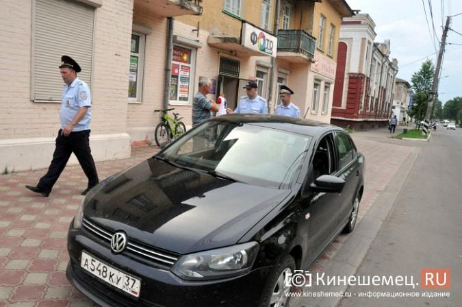 Автомобили из центра Кинешмы начали убирать эвакуатором фото 2