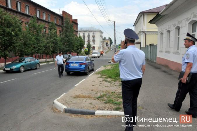 Автомобили из центра Кинешмы начали убирать эвакуатором фото 3