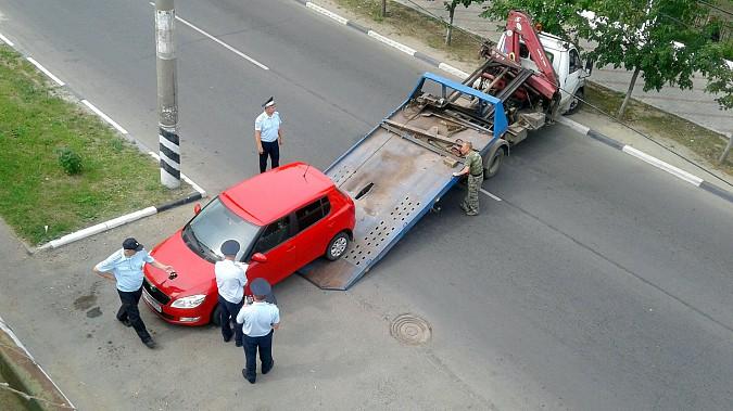 Автомобили из центра Кинешмы начали убирать эвакуатором фото 9