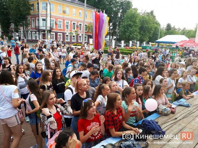 Рустам Алиев и кинешемская молодежь оторвались у памятника Ленину фото 6