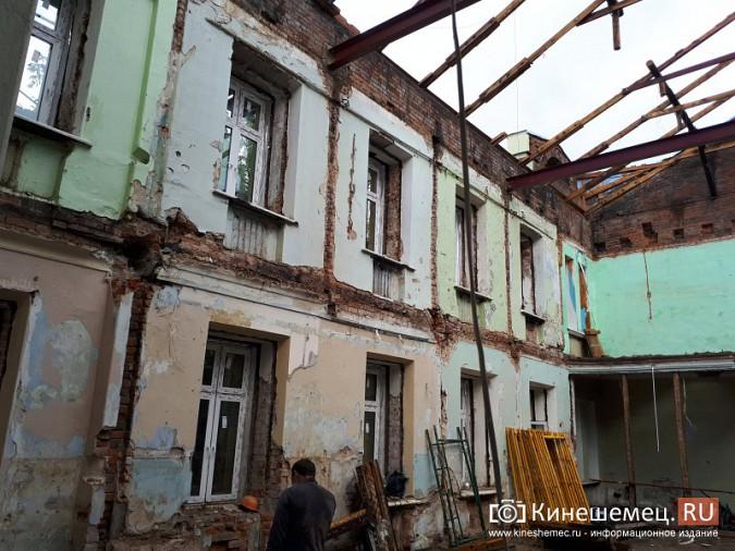 Поликлинику имени Захаровой ремонтируют почти в круглосуточном режиме фото 11