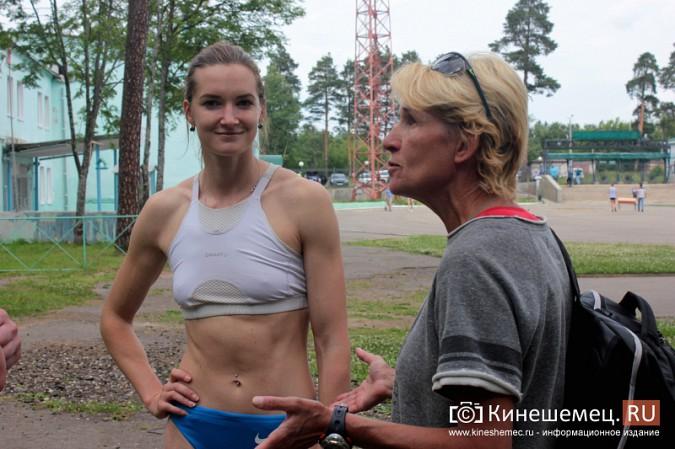В Кинешемском парке тренируется чемпионка России по спринтерскому бегу Анна Кукушкина фото 2