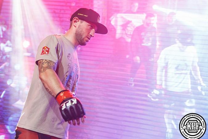 Кинешемский боец по прозвищу Питерский крест впервые уступил на профессиональном ринге фото 7
