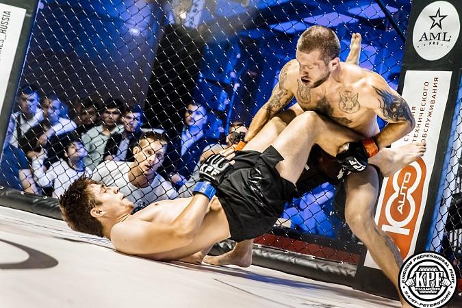 Кинешемский боец по прозвищу Питерский крест впервые уступил на профессиональном ринге фото 8