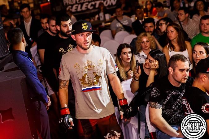 Кинешемский боец по прозвищу Питерский крест впервые уступил на профессиональном ринге фото 6