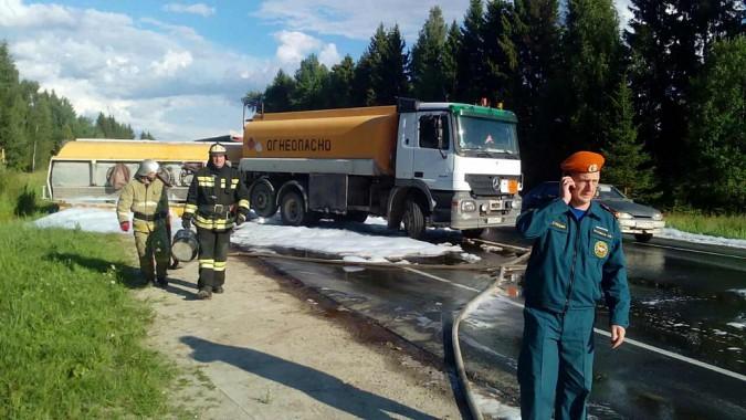 Цистерна с дизельным топливом опрокинулась на автотрассе Ивановской области фото 2