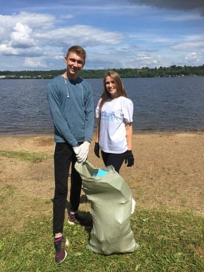 Кинешемская молодежь очистила пляж от мусора фото 2