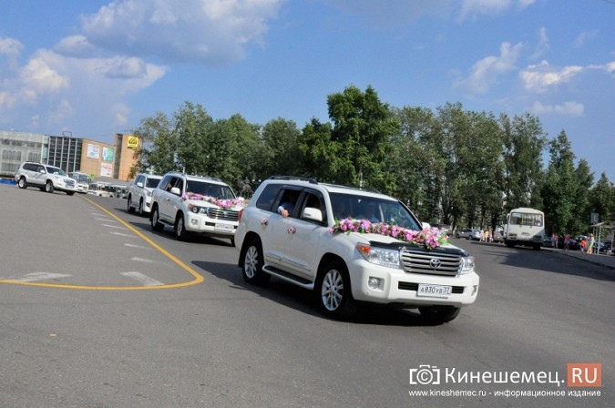 Центральная площадь Кинешмы становится местом свадебных гуляний фото 7