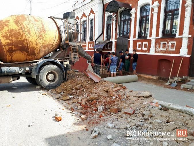 Александр Пахолков осмотрел ход ремонта тротуаров в центре Кинешмы фото 6