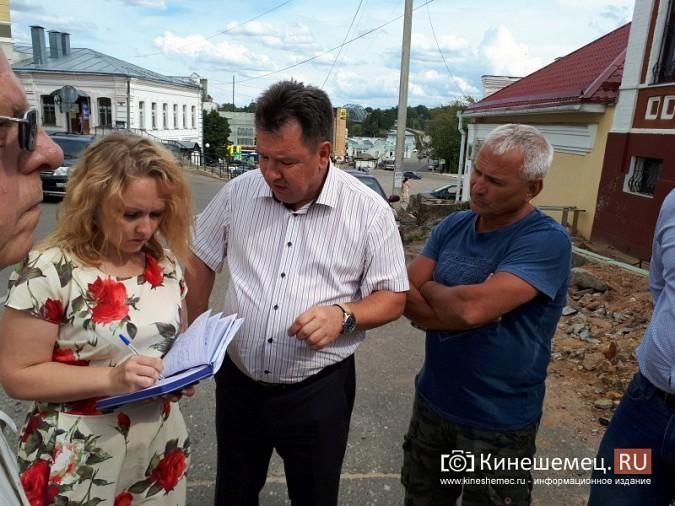 Александр Пахолков осмотрел ход ремонта тротуаров в центре Кинешмы фото 12