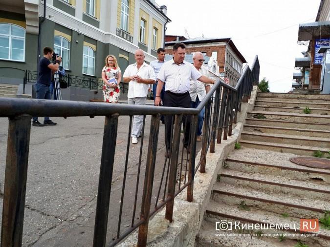 Александр Пахолков осмотрел ход ремонта тротуаров в центре Кинешмы фото 9