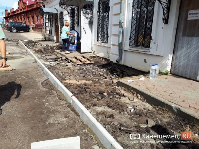 Александр Пахолков осмотрел ход ремонта тротуаров в центре Кинешмы фото 7