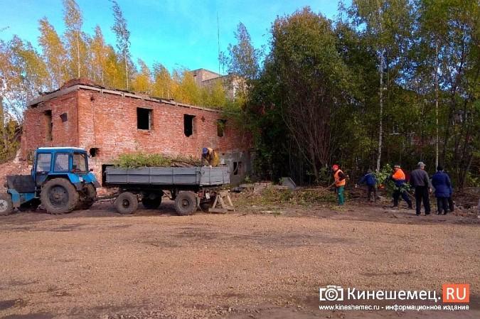 Стоянку машин у памятника Ленину запретят в ближайшие дни фото 7