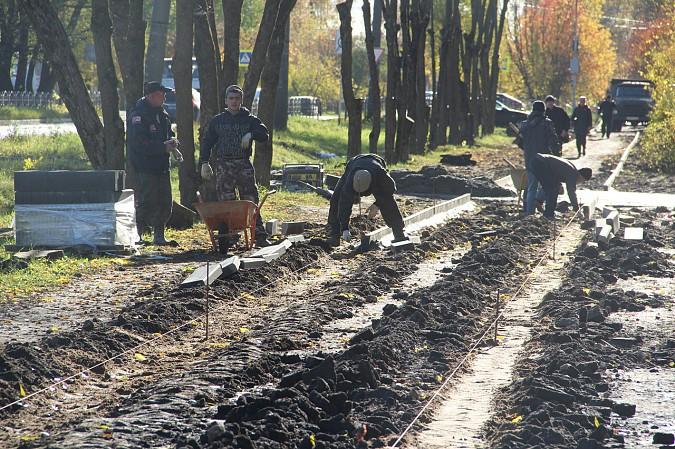 Михаил Батин и депутаты проконтролировали ремонт тротуара на Щорса фото 2