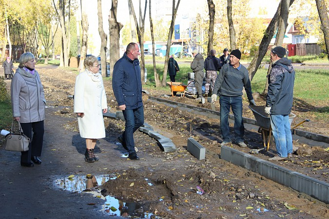 Михаил Батин и депутаты проконтролировали ремонт тротуара на Щорса фото 3