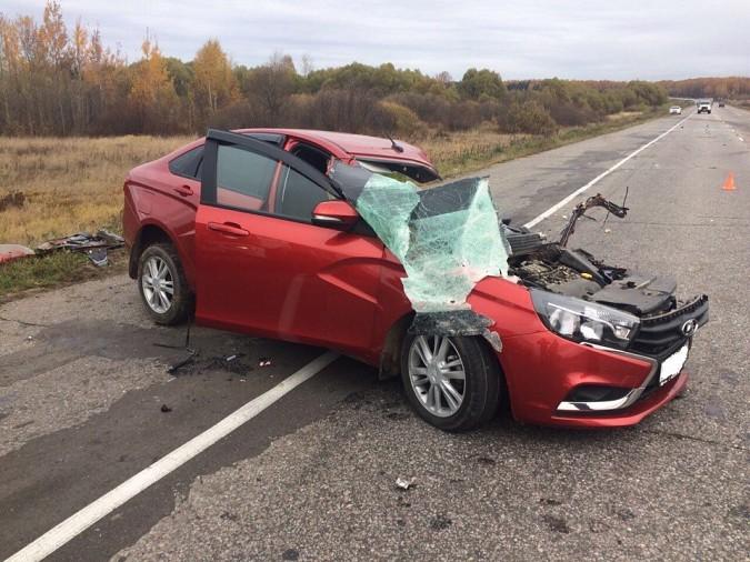 Женщина за рулем «Лады» пострадала при лобовом столкновении на трассе Иваново-Кинешма фото 7