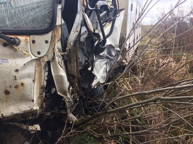 Женщина за рулем «Лады» пострадала при лобовом столкновении на трассе Иваново-Кинешма фото 4