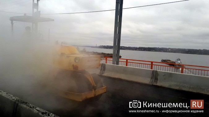 На Никольском мосту завершено асфальтирование проезжей части фото 6