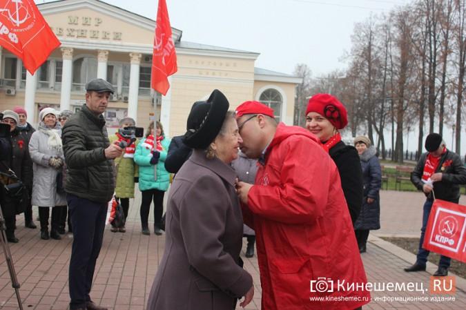 В день Великого Октября в Кинешме чествовали людей труда фото 23